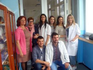 MRKONjIĆ GRAD, 10. JUNA /SRNA/ - Đaci Gimnazije iz Mrkonjić Grada, u okviru preduzetničke sekcije iz hemije, uspješno proizvode različite sapune.