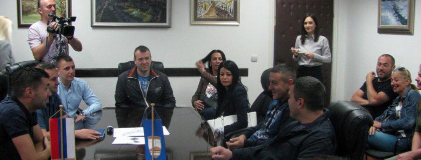 ИСТОЧНО САРАЈЕВО, 14. МАЈА /СРНА/ - Начелник општине Источно Ново Сарајево Љубиша Ћосић потписао је данас уговор о подстицајима од око 40.000 КМ са 17 предузетника који се баве различитим пословним дјелатностима.