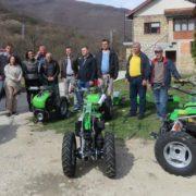 ЈЕЗЕРО, 18. МАРТА /СРНА/- Удружење пољопривредника из општине Језеро добило је данас осам мотокултиватора са прикључним машинама, укупне вриједности од 72.048 КМ.
