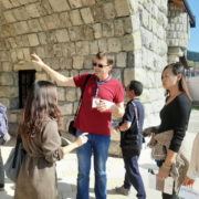 ВИШЕГРАД, 17. ОКТОБРА /СРНА/ - Група кинеских тур-оператора, која борави у БиХ три дана, данас је посјетила Вишеград са циљем да у Кини представе потенцијале које ова општина нуди туристима.